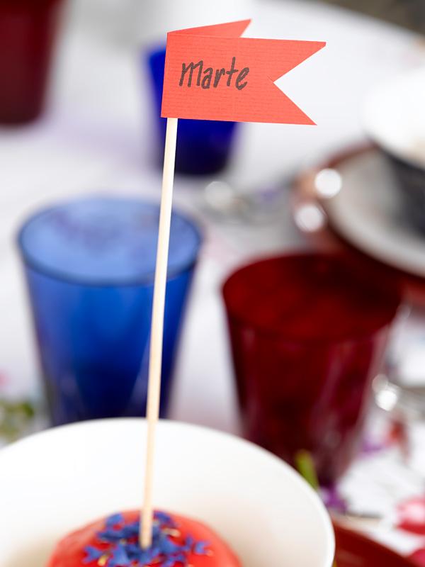 BORDDEKKING - Kreativit 17. mai-bord i rødt, hvitt og blått