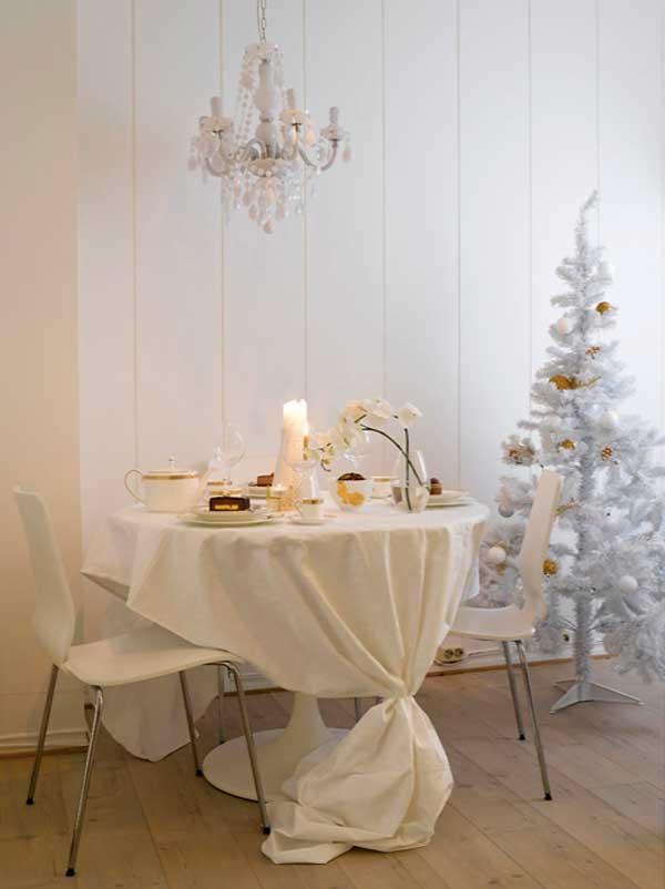 Ingeniørfruens festbord i gull og hvitt til jul og nyttår