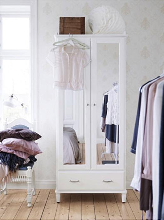 INTERIØR-Pene-garderobeskap-til-hotellstilen-på-soverommet