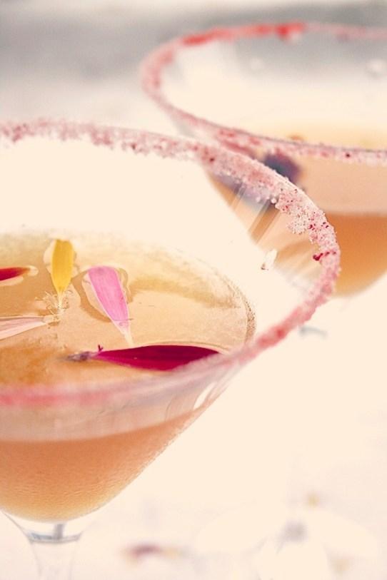 02 SOMMERDRINKER på idemagasinet.no - cocktail med spiselige blomster