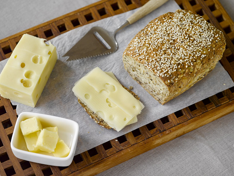 Idemagasinets oppskrift på sunt lavkarbo nøttebrød med ost av lavkarbo brødmix