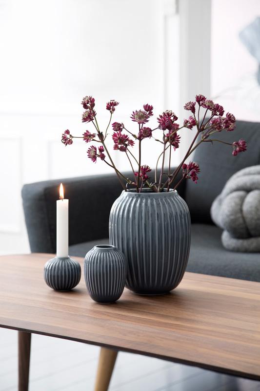 Hammershøi vase H200 cm og H100 cm i fargen Anthracite. Lysestake H65