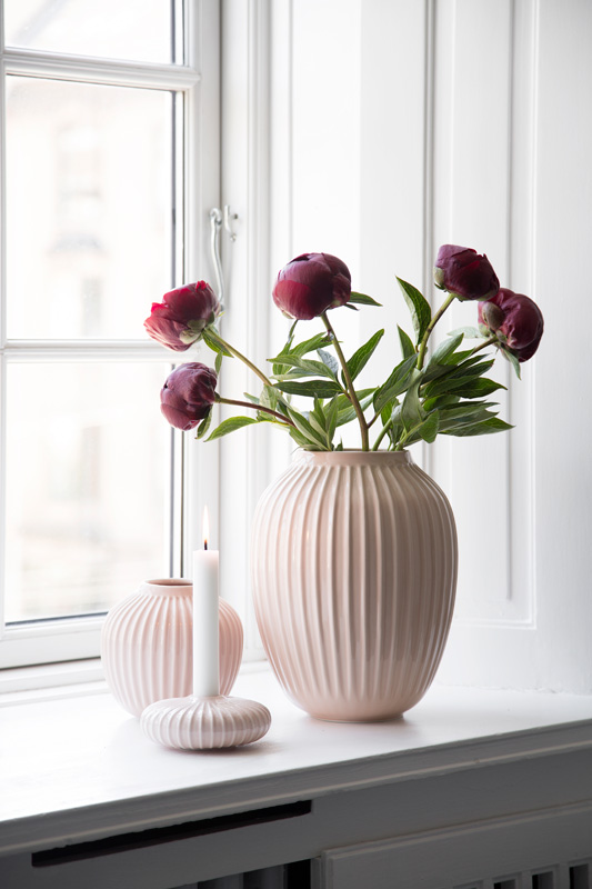 Hammershøi vase H250 cm og H125 i fargen Rose. Lysestake H45