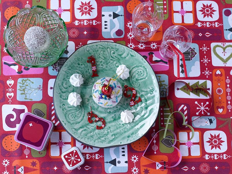 008 INTERIØRTIPS - borddekking av festbordet, serviettbretting og blomsterdekorasjoner