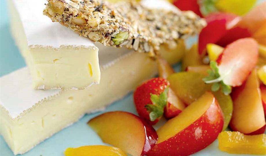 OST OG KJEKS: Brie med frukt og kjeks