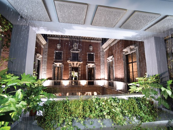 Kohler's Real Rain experience dazzled spectators at the Museo Bagatti Valsecchi in Milan.