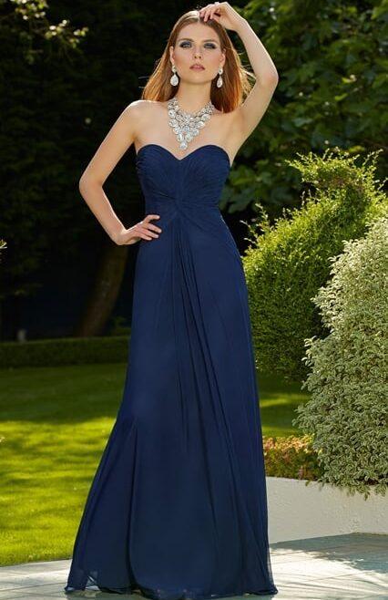 vestido de fiesta en azul, espalda libre, sin mangas