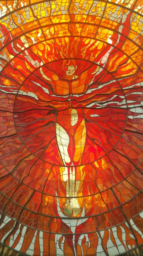El Hombre Sol. Para el 21 de marzo, el equinoccio de verano, el sol se alinea con los colores del módulo.