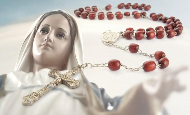 Photo of ما هي الأحداث التي أدّت إلى تخصيص عيد وشهر كامل لتكريم سيّدة الورديّة المقدّسة ؟