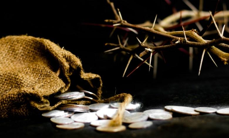 Photo of كم هي اليوم قيمة الثلاثين قطعة من الفضة التي تقاضاها يهوذا ثمن تسليم يسوع إلى اليهود؟