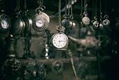 часы висят