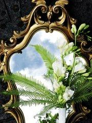 Зеркало и букет