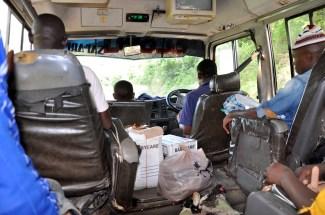 Im Bus mit Hühnern und Gänsen