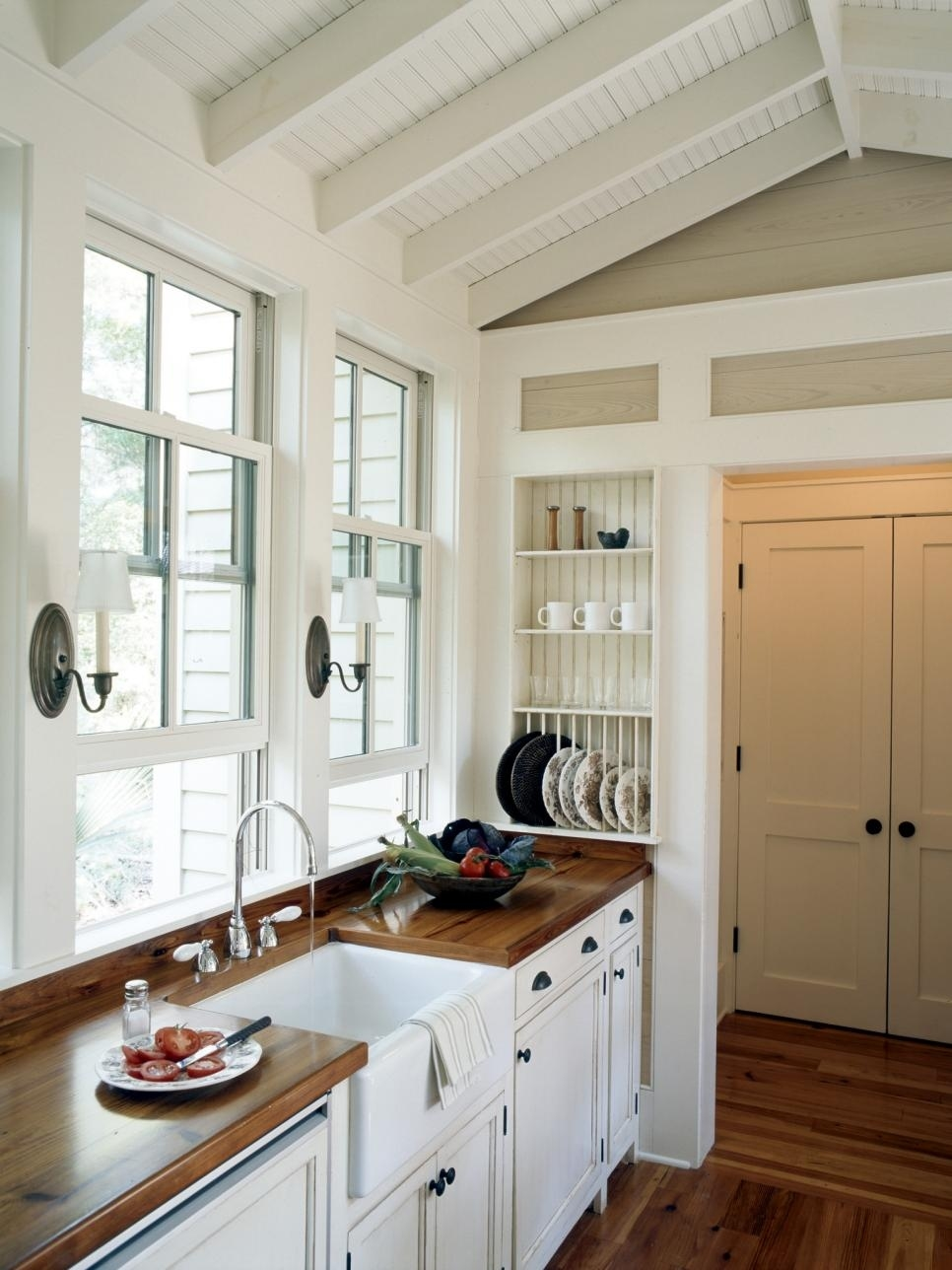 the best small country kitchen design ideas for your kitchen % with regard to Country Kitchen Cabinets
