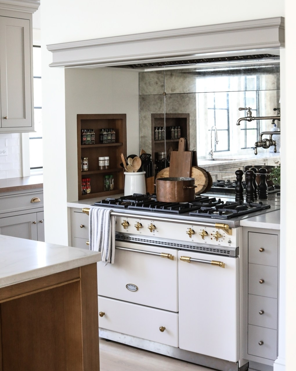 16 simple yet sophisticated kitchen design ideas - hello lovely inside Traditional Kitchen Designs Ideas