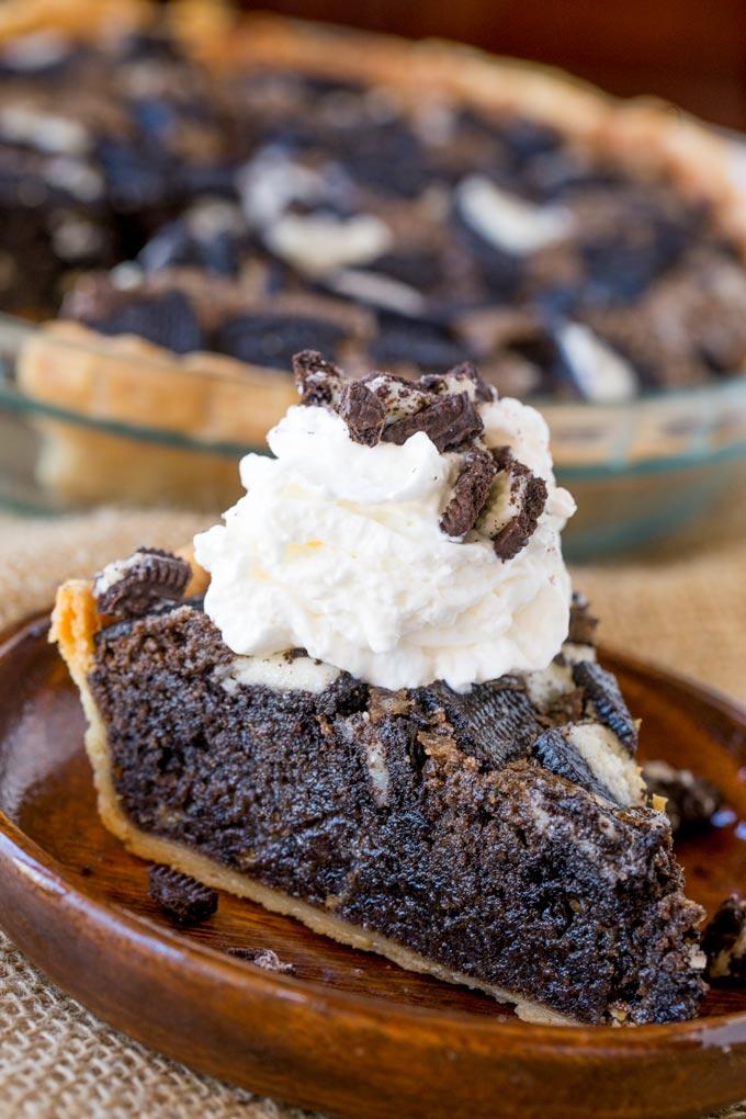 Oreo Chunk Cookie Pie - Maria's Mixing Bowl