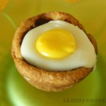 """Sweet Creamy """"Cadbury"""" Eggs In A Cookie Cup"""