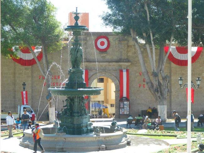 plaza-de-armas-de-moq