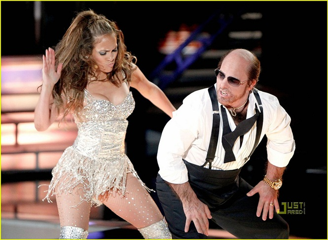 UNIVERSAL CITY, CA - JUNE 06:  Jennifer Lopez (L) and Tom Cruise perform onstage at the 2010 MTV Movie Awards held at the Gibson Amphitheatre at Universal Studios  on June 6, 2010 in Universal City, California.  (Photo by Christopher Polk/Getty Images)