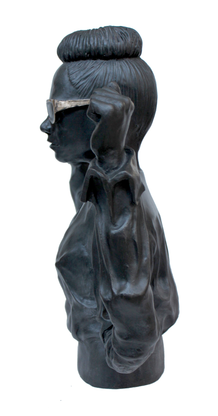 Victory (golden glasses), 2013, 42 x 38 cm. Bronze (Cire perdue)