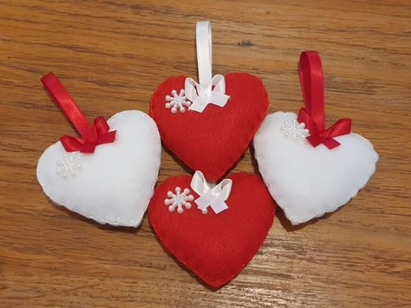 Christmas_Felt_Decorations_Hearts_Set_Marie_Makes_Milton_Keynes