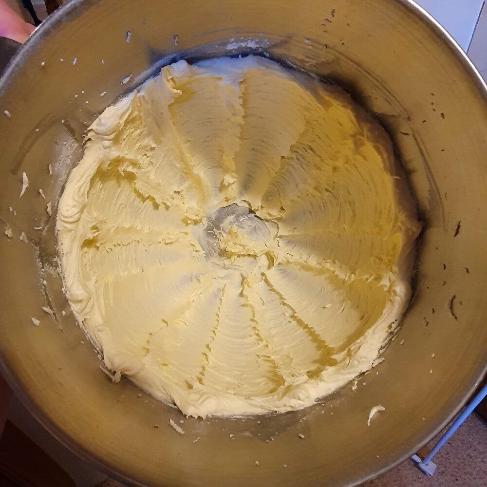 How to make smooth buttercream whipping in stand mixer