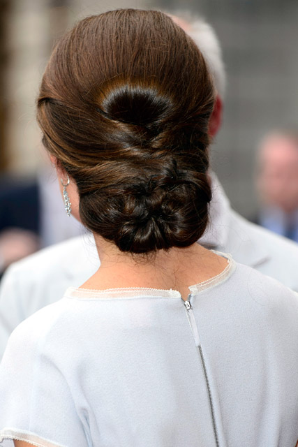 Kate Middleton dazzles in Roksanda Ilincic dress