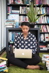 Today I'm talking about the things you should know as a new solopreneur. I'm sharing the behind the scenes/under the kimono of running a business. By Marie Deveaux, Finance Coach