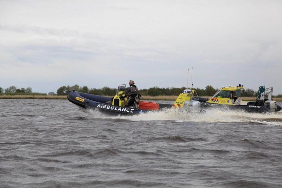 Ambulanceboot Ambulancezorg Fryslan - nieuwe boot en oude