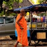 132. Monniken zien