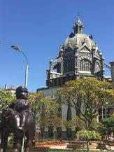 Palacio de Cultura and Botero statue