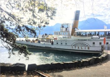 A steamboat on the shore of lake Léman
