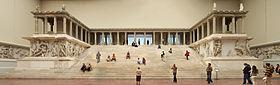 File-Berlin_-_Pergamonmuseum_-_Altar_01
