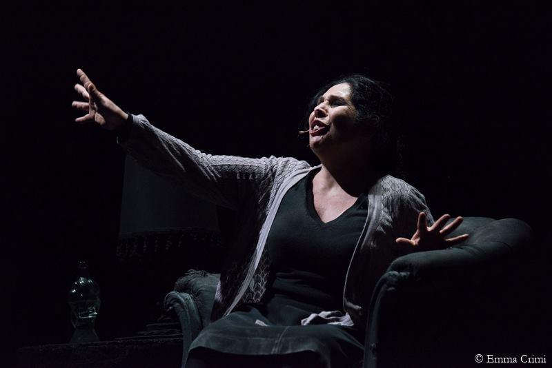 """""""Da papà ho ereditato l'amore per il teatro"""" L'attrice Gina Perna, figlia del puparo Vittorio, si racconta."""