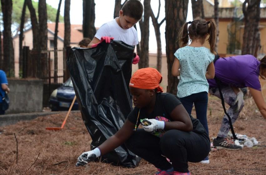Carezze al Vesuvio. Bambini e volontari tolgono 5 tonnellate di spazzatura dalle pinete.