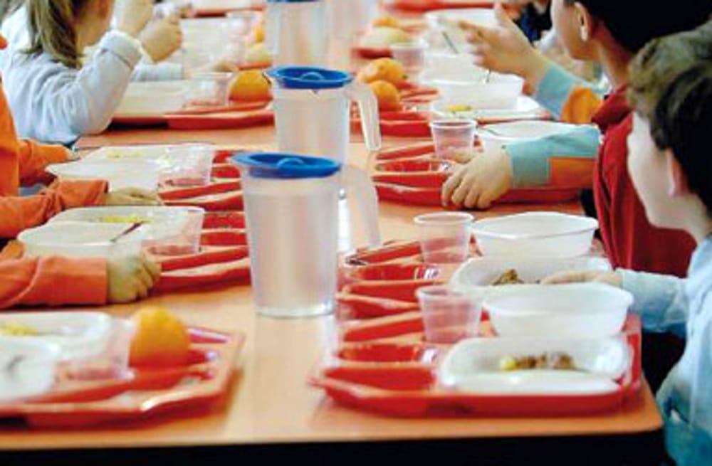 Servizio mensa: cinque bambini lasciati senza pranzo e sfamati dai genitori di altri studenti