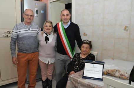 cento-anni-nonna-carmela-torre-del-greco-mariella-romano-cronaca-e-dintorni