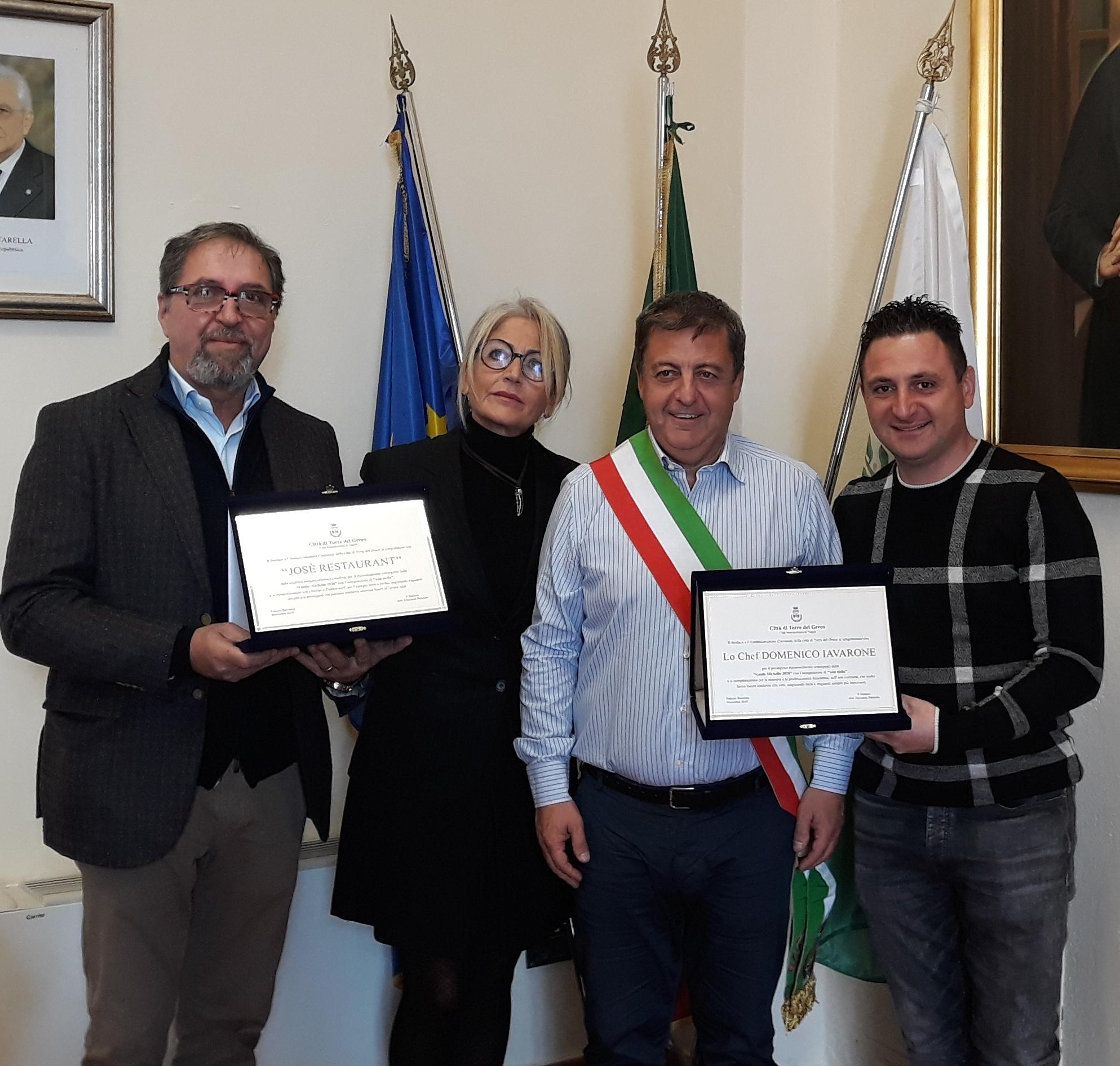 Il sindaco premia i titolari e lo chef di José Restaurant per la stella Michelin