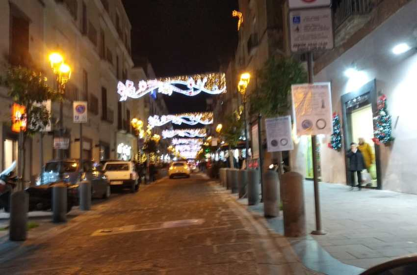 Centro storico chiuso alle auto il 24 e il 31 dicembre. Sì all'isola pedonale allargata