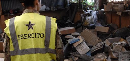 I soldati sono arrivati in città. Esercito in azione contro l'abbandono di rifiuti.