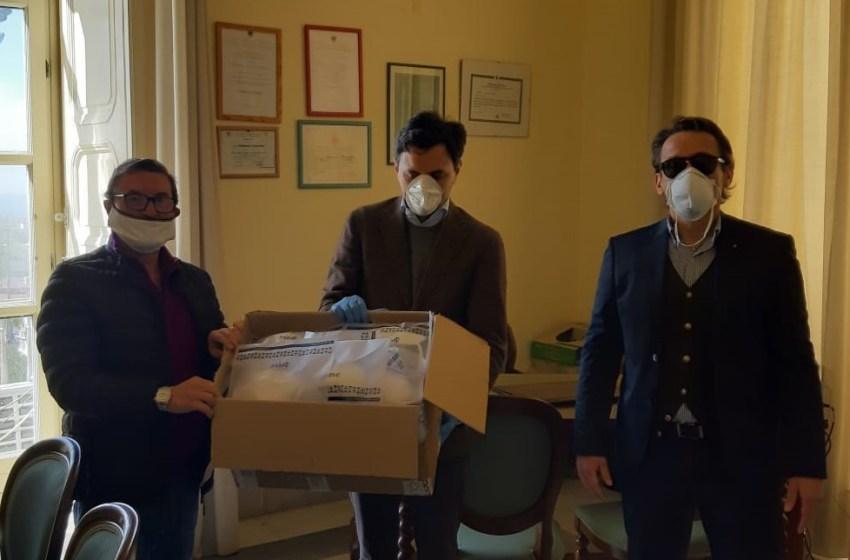 Imprenditore di Ercolano regala oltre cento mascherine alle forze dell'ordine