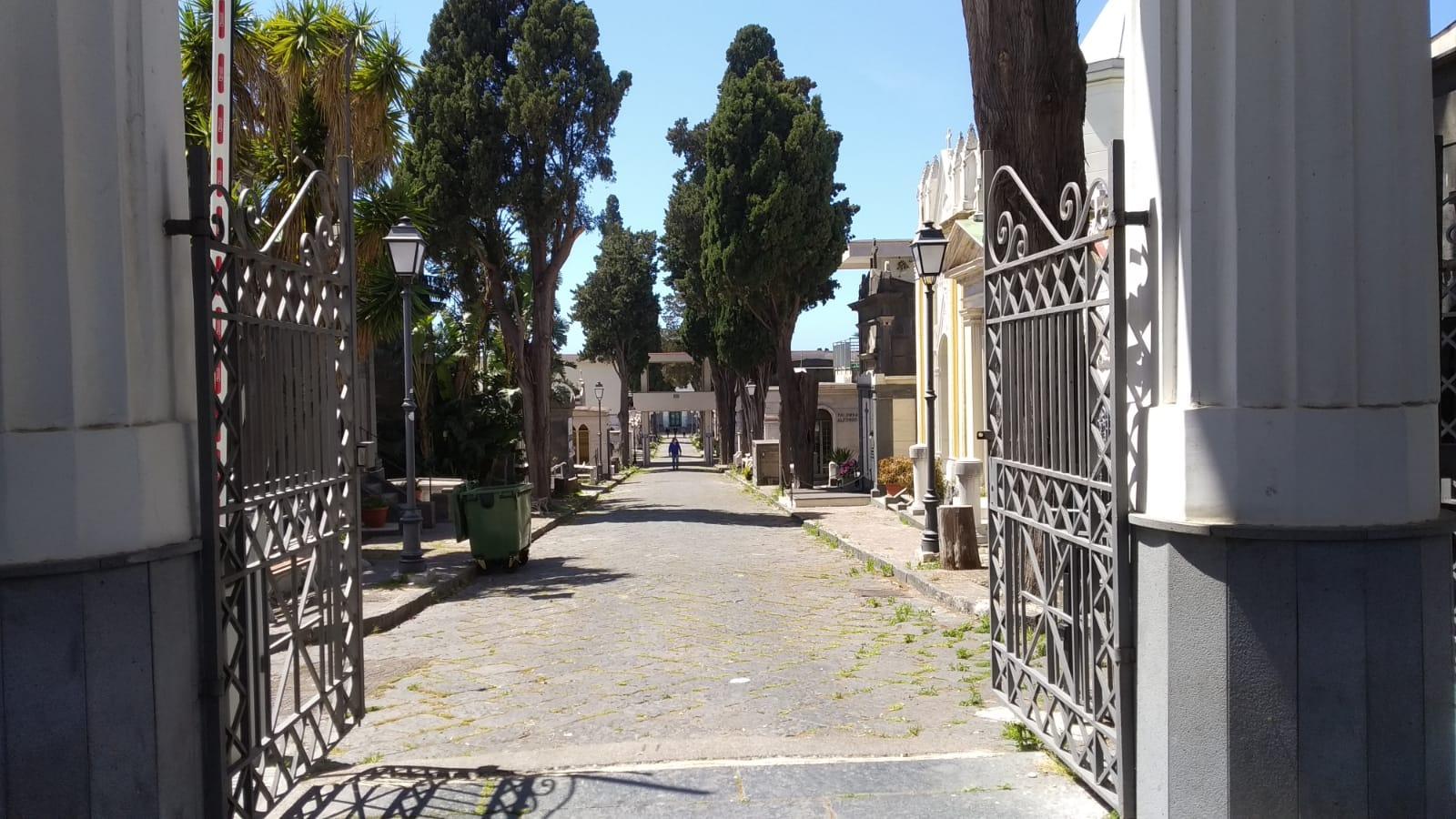 Cimitero aperto per la commemorazione dei defunti a Torre del Greco