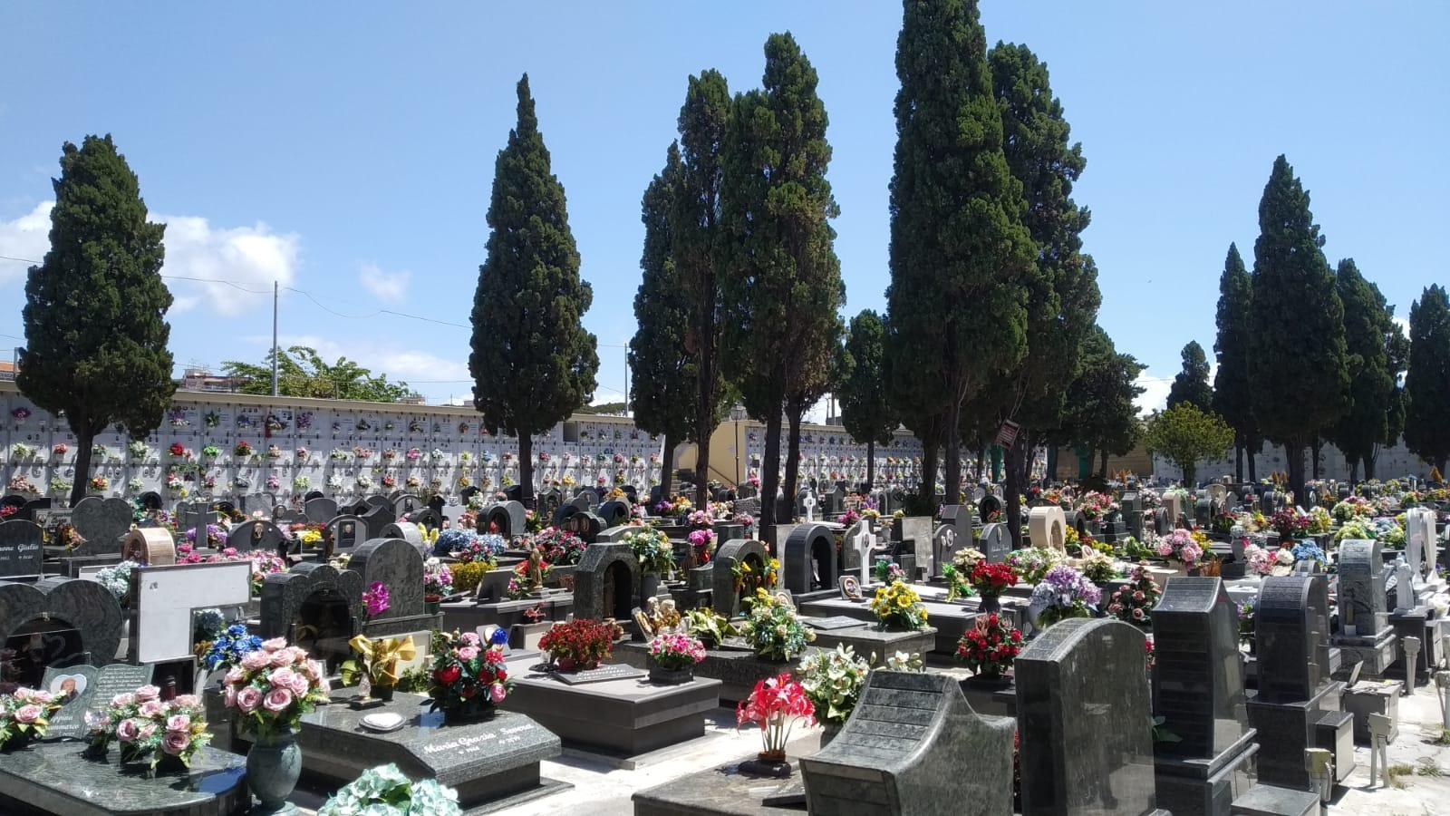 Cimitero aperto per la commemorazione dei defunti: nuovi dispositivi di traffico
