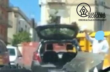 Professionista abbandona spazzatura in un parcheggio: multato