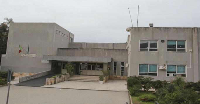 A rischio chiusura la scuola Angioletti, 10 casi positivi al Covid e 150 studenti in quarantena