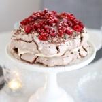 Chocolade pavlova met rood fruit