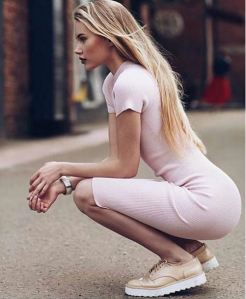 Bodycon pastel; Instagram: doses_of_style