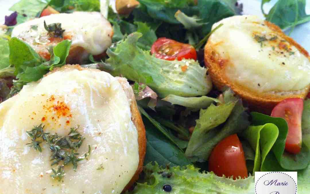Salade chèvre chaud au miel et autres saveurs… Tout un programme qui met vraiment en appétit !