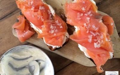Tartine la vie en rose : Saumon, échalotes et fromage frais.