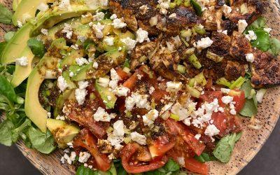 Salade Poulet Mariné, Fêta et Avocat… aussi belle que délicieuse